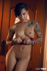 Honey Gold Loving Showing Off Her Toned Body