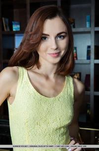 Skinny Brunette Aurmi