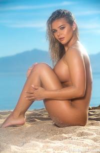 Hot Tahlia Paris Strips Her Bkini On The Beach