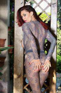 Super Pornstar Model Tera Patrick Shows Big Boobs