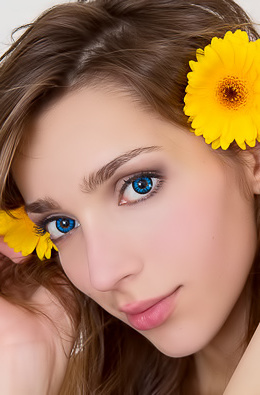 Flowery beauty alluring with her mesmerizing blue eyes