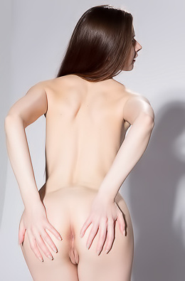 New Model Lizi Shows Her Tight Ass