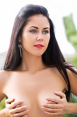 Pamela - Glamour Nude Swimming