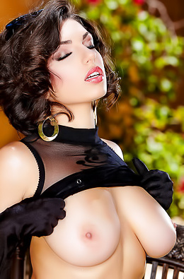 Naturally Boobed Darcie Dolce