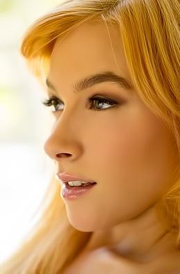 Gorgeous Redhead Babe Penelope Lynn