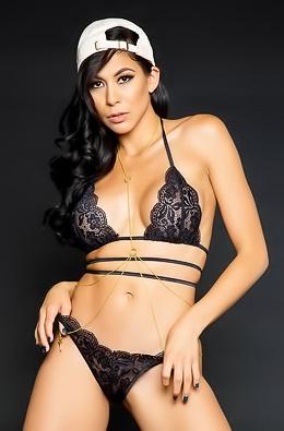 Heather Vahn Sure Is Looking Hot In Her Lacy Black Lingerie
