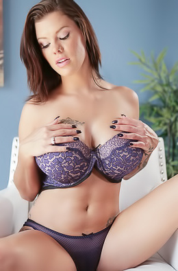 Big Boobed Babe Peta Jensen Strips Off Her Sexy Lingerie