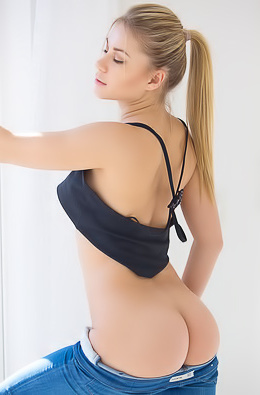 Candice Brielle Hot Assed Young Slut Strips picture gallery