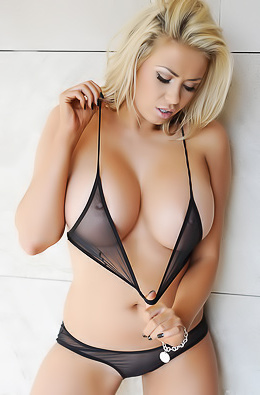 Busty Glamour Model Leah Francis