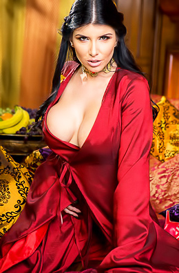 Romi Rain Looks Awesome