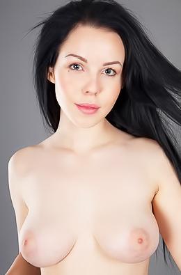 Hot Newbie Gets Nude