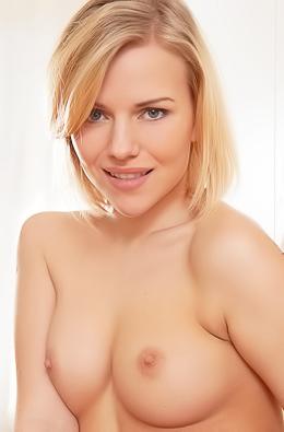 Pure Nude Raena