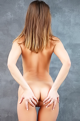 Sabrisse Is Naked In The Studio