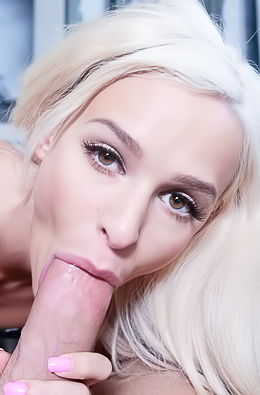 Blonde Emma Hix Making Blowjob