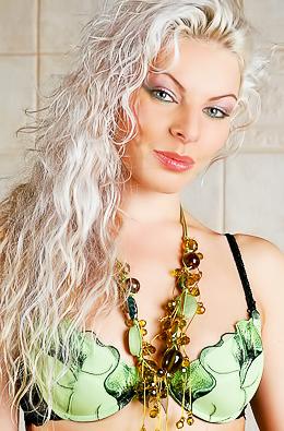 Oiled Blonde Babe Anna I - Albinia