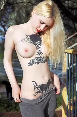 Shirley Manson - Body Art