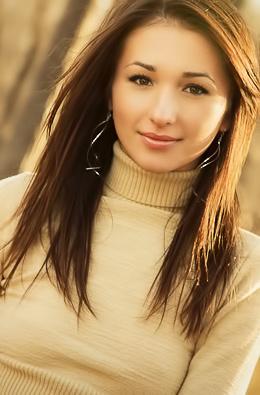 Brunette Cutie Sienna