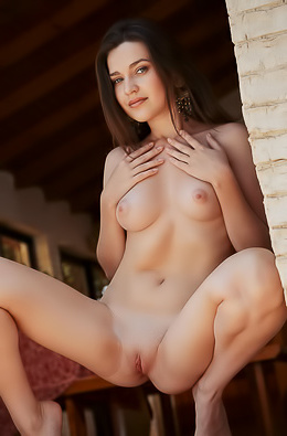 Serena Wood Poses Naked And Shows Her Perfect Teen Body