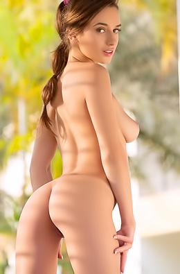 Gloria Sol Brunette Beauty Girl