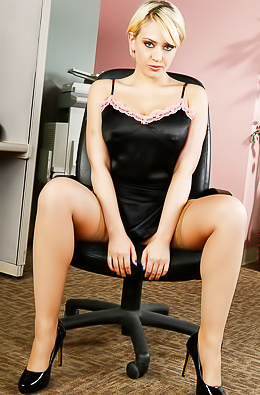 Steamy Office Vixen Uncovering Her Goods