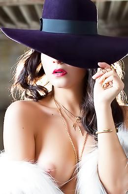 Beautiful Centerfold Babe Alexandra Tyler