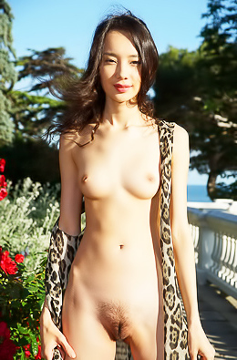 A born naturist, gorgeous Djessy