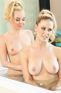 Aaliyah Love Massaging Wet Cherie DeVille