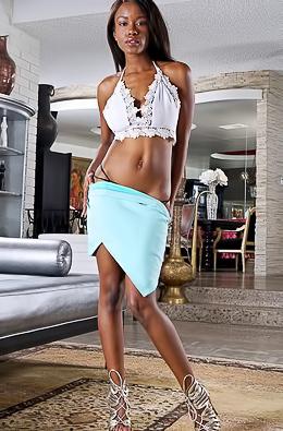Ebony Babe Jezabel Vessir Shows Her Pussy Close-up