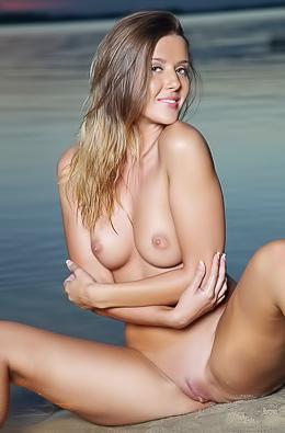 Sexy Hot Women Sybil A