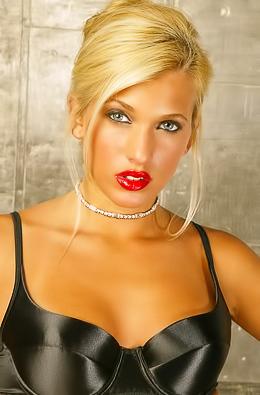 Loredana is a high society blonde bombshell